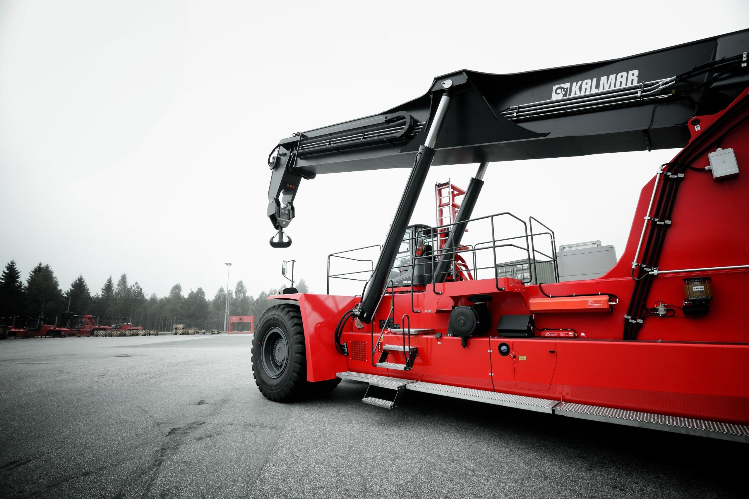 kalmar receives double order for the new super gloria reachstacker rh kalmarglobal com kalmar reach stacker specifications Kalmar Reach Stacker PDF