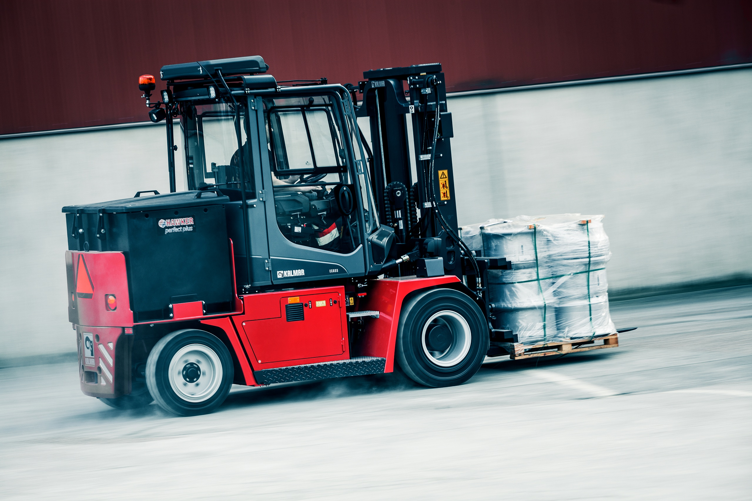 Kalmar launches new electric forklift truck for Motorized forklift