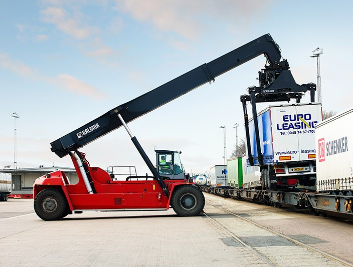 Reachstackers Intermodal Handling Kalmarglobal